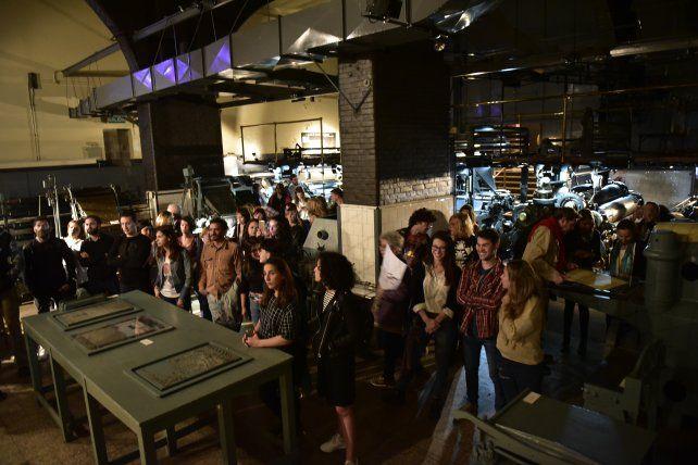 Rotativas. Los rosarinos recorrieron anoche las entrañas del museo que atesora la historia de La Capital.