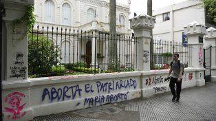 Oroño al 700. El Colegio Marista fue dañado al igual que diversas instituciones y empresas sobre el bulevar.