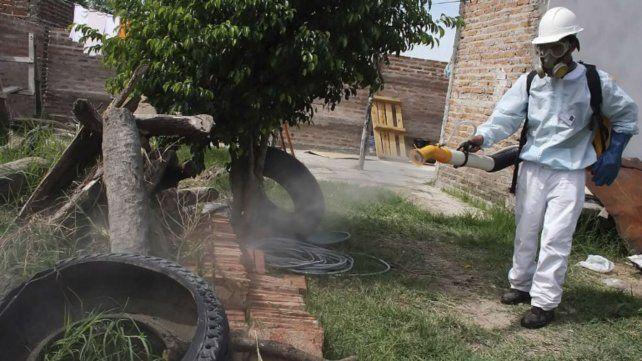 Prevención. La lucha contra los mosquitos transmisores ocupan el centro de las acciones.