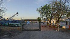 Violentado. El portón de la empresa de Pérez donde robó el grupo comando.