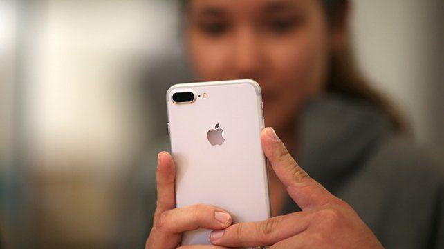 Una joven china vendió los celulares que le regalaron sus 20 pretendientes y se compró una casa.
