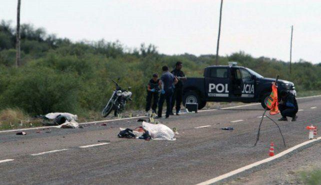 Se acostaron a dormir a la vera de la ruta, los atropelló un auto y murieron