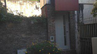 El joven sufrió heridas al caer de la terraza de una casa al patio de otra desde unos 6 metros.