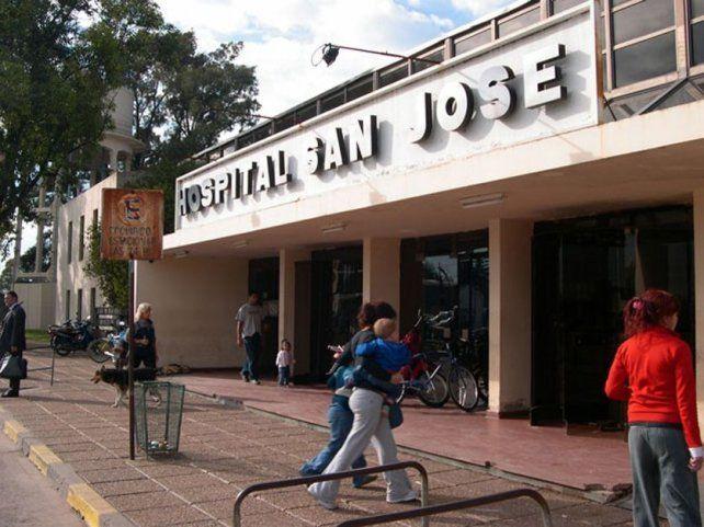 Frente. Ingreso del Hospital San José donde se vivió la balacera.