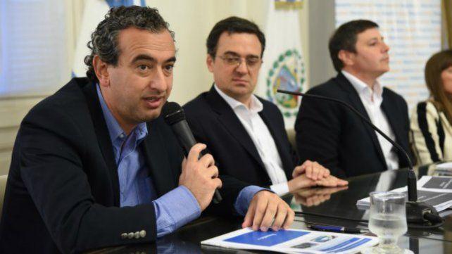 El secretario general del municipio dijo que en noviembre es imposible abrir paritarias