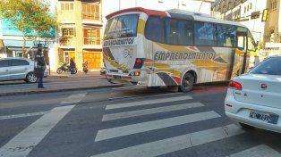 Un colectivo atropelló a una niña de seis años en avenida Alberdi y French