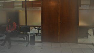 Sin rastros. De esta oficina se llevaron las computadores sin romper ningún vidrio y con absoluta calma.