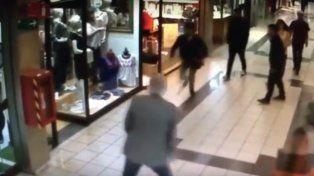 Abuelo frustró un asalto y se convirtió en el héroe del shooping