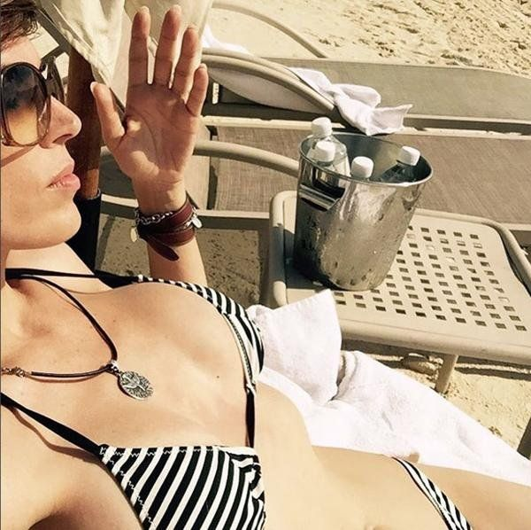 Viviana Canosa súper sexy con una diminuta bikini en Playa del Carmen