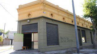 El bar de Alberdi al 100 bis había reabierto pese a la clausura municipal.