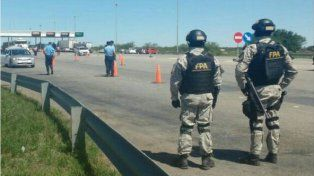 La policía secuestró armas blancas en los micros de hinchas que viajaban a Córdoba