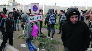 La Jungla. Los jóvenes permanecían en el desmantelado campamento.