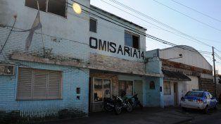 Zona oeste. La seccional de Marcos Paz al 6400 tiene motos secuestradas en su puerta y en la vereda de enfrente.