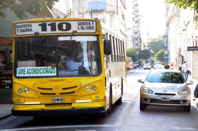 Desde el lunes próximo la línea 110 dejará de circular por Sarmiento y comenzará a circular por Laprida. (Foto de archivo).