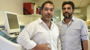 Guillermo Santana y el médico genetista Ramiro Colabianchi.