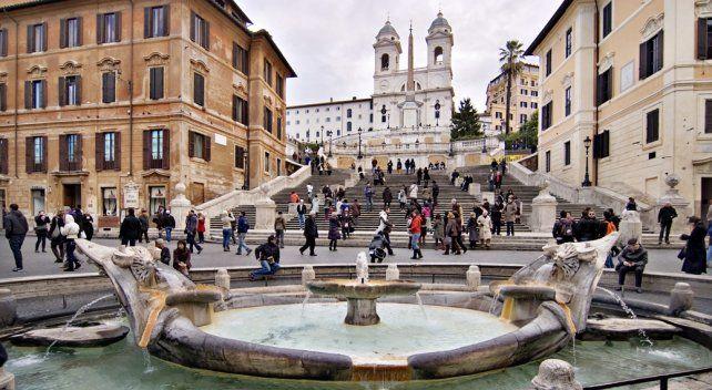 Icono romano. La escalinata de la plaza de España es visitada por millones de turistas que visitan la capital italiana.