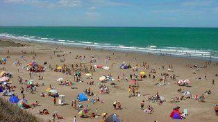 Sol y relax. Las playas de Las Grutas invitan al descanso.