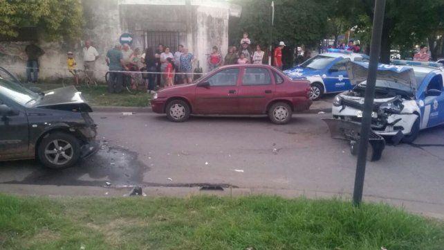 Así quedaron los vehículos que colisionaron en Baigorria y Cortada Mayo. (foto: vía Twitter @emergenciasAR)