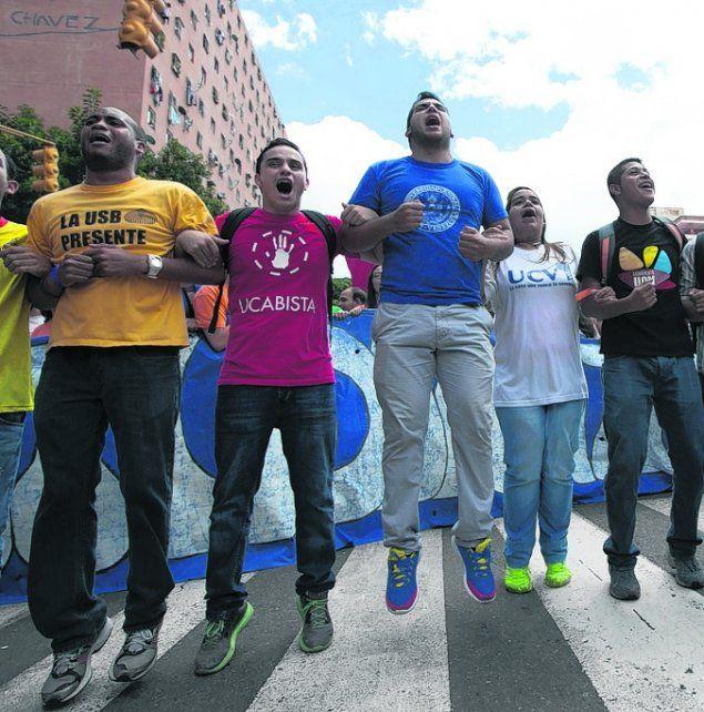 Tensión social. Estudiantes marcharon contra el gobierno venezolano.
