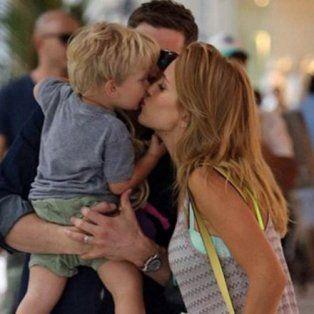 Noah tiene 3 años y se encuentra acompañado por sus padres Luisana Lopilato y Michael Bublé.