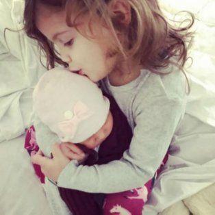 Francesca abraza a su hermana, la tierna imagen que publicó Wanda en Instagram.