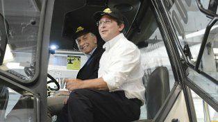 El presidente Mauricio Macri entregó esta mañana el tractor número 15 mil de la empresa de maquinaria agrícola cordobesa Pauny.