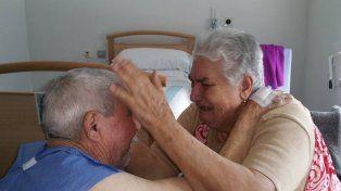 El emotivo reencuentro de Juan y María en una sala del hospital del Norte