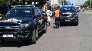 Dos motociclistas y una pareja que se resistió a que le llevaran el auto, detenidos en operativo vehicular