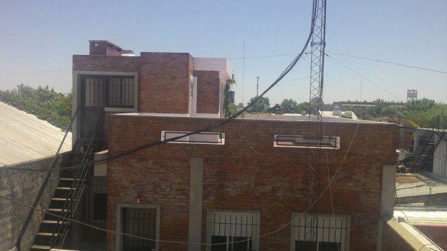 El municipio clausuró una remisería ilegal en zona oeste y desbarató una casa de juego clandestino