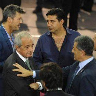 Tinelli, Angelici, DOnofrio y otros dirigentes de la AFA. Hoy aprobaron el estatuto de la Superliga. (Foto de archivo)