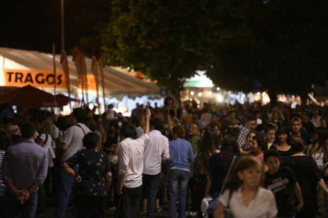 Miles de rosarinos ya disfrutan de la Fiesta de Colectividades.