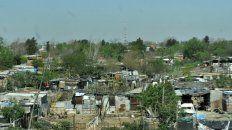 Como en África. La zona de Sorrento y Cullen, en el noroeste de la ciudad. Cientos de personas viven en estas precarias viviendas en un entorno de miseria crónica.