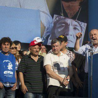 Enérgico. Yasky (en atril) y Micheli desafiaron al gobierno y dijeron que el presidente hace ejercicio de la mentira.
