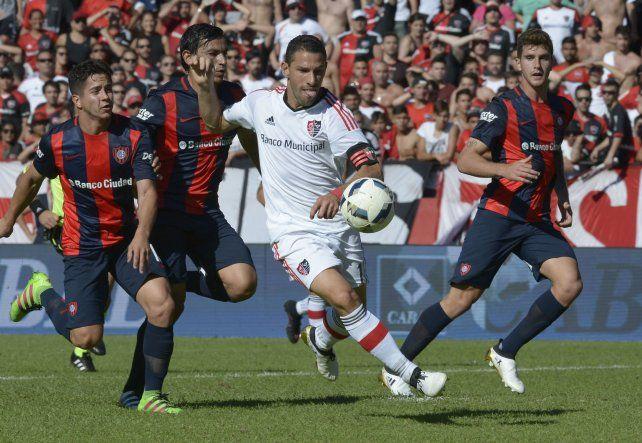 Derecho. Maximiliano Rodríguez hizo goles en los dos últimos partidos. Hoy espera continuar con la racha.