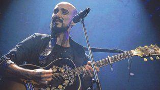 Abel Pintos prepara 12 shows entre el 25 de noviembre y el 9 de diciembre en el teatro Opera de Buenos Aires.
