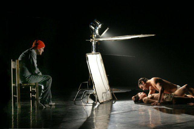 La estética de este documental tiene la impronta de las películas del músico