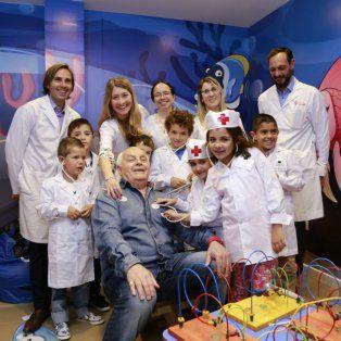 La inauguración del servicio contó con los hijos de los estibadores, vestidos de médicos.