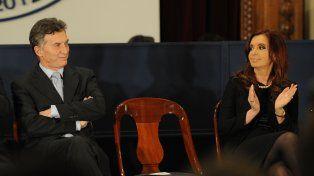 Macri junto a la expresidenta Cristina Fernández.