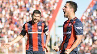 Cauteruccio y Blanco hicieron los goles del Ciclón. Ortigoza erró un penal.