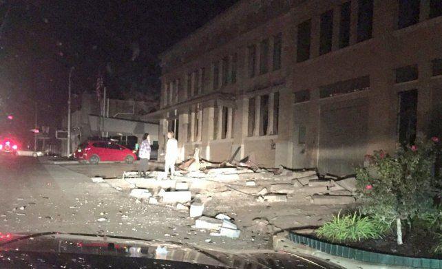 La policía local reportó numerosos daños materiales pero no había reportes sobre eventuales víctimas.