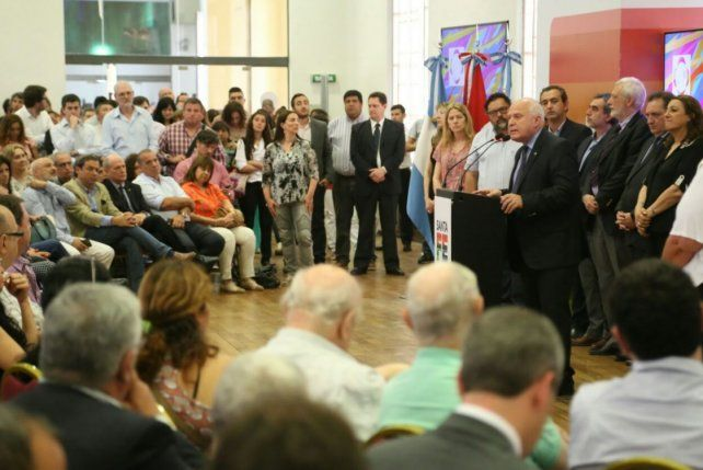 El gobernador presentó el plan Abre Familia enfocado en la presencia en los barrios