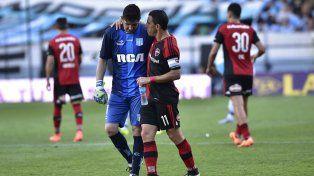 Cilindro. Orion y Maxi se saludan tras el encuentro disputado en Avellaneda.