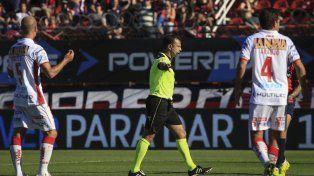 Observado. Darío Herrera tuvo un muy mal arbitraje en el clásico entre San Lorenzo y Huracán