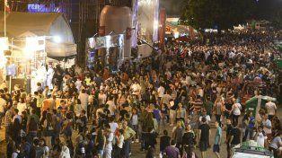 Una multitud concurre cada noche al predio de Colectividades.