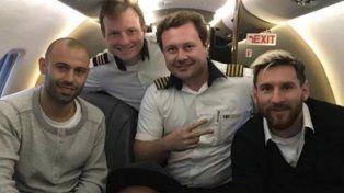 Cracks. Neymar saca una autofoto en su avión junto a Messi