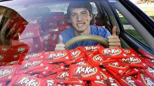 La insólita historia del joven universitario al que le regalaron 6.500 barras de chocolates