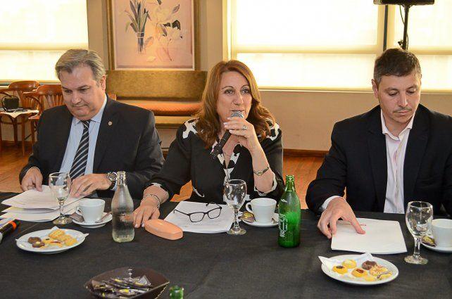 La intendenta Mónica Fein presidio una reunión extraordinaria del Consejo Económico y Social.