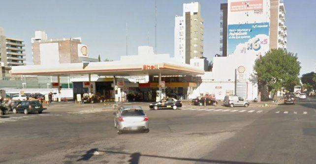 Empleados de la estación de servicio de Francia y Santa Fe llamaron a la Policía al advertir movimientos sospechosos.