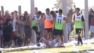 Una patada asesina, un policía herido, balas de goma y destrozos en un partido de la Liga Totorense