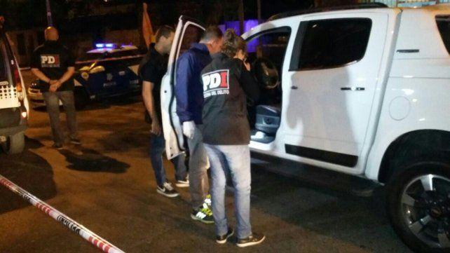 La camioneta fue alcanzada por tres balazos. (Foto: vía Twitter de @ConclusiónRos)